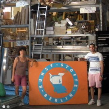 Freiwillige HelferInnen im Neuköllner Materiallager