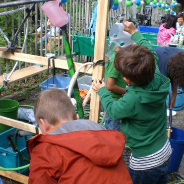 Kunst-Stoffe mit einem Mitmach-Workshop auf dem Wasserfest