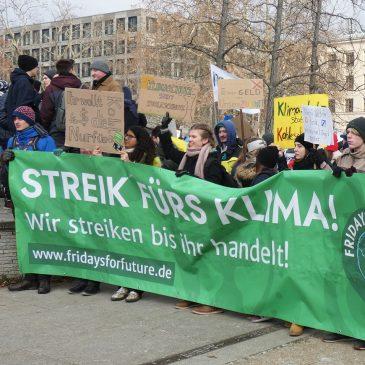 Gemeinsame kreative Vorbereitung des Klimastreiks am 20.09.